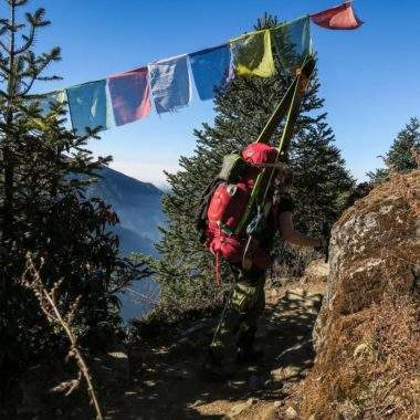 2017-02-01 #ospreyambassador @gabriellaedebo and @annewangler trek towards snow on there trip in Nepal. Featuring the Xena 85 In Red #ospreyeurope